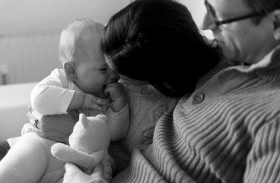 Entspannte Lifestyle Familien und Babyfotos zuhause in Wien Barbara Wenz Fotografie
