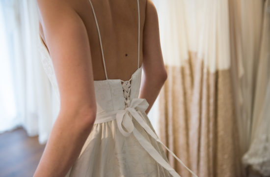 Brautkleid Anprobe Hochzeitsboutique Heyday Wien zarte Spitzenkleider Barbara Wenz Hochzeitsfotografie