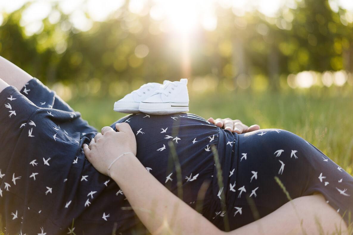 Paarfoto Details Babybauch